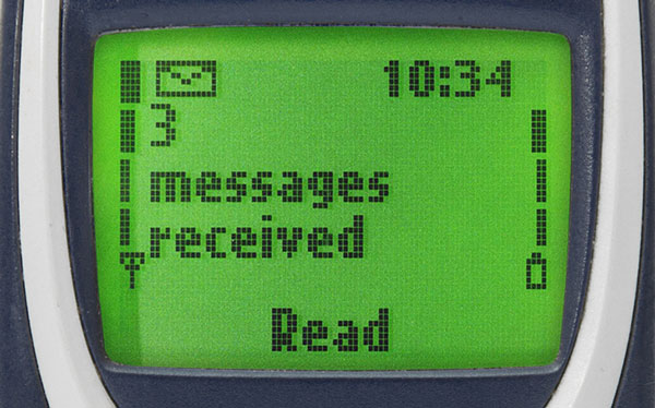 Phone screen of a Nokia 3310 saying '3 messages received'.