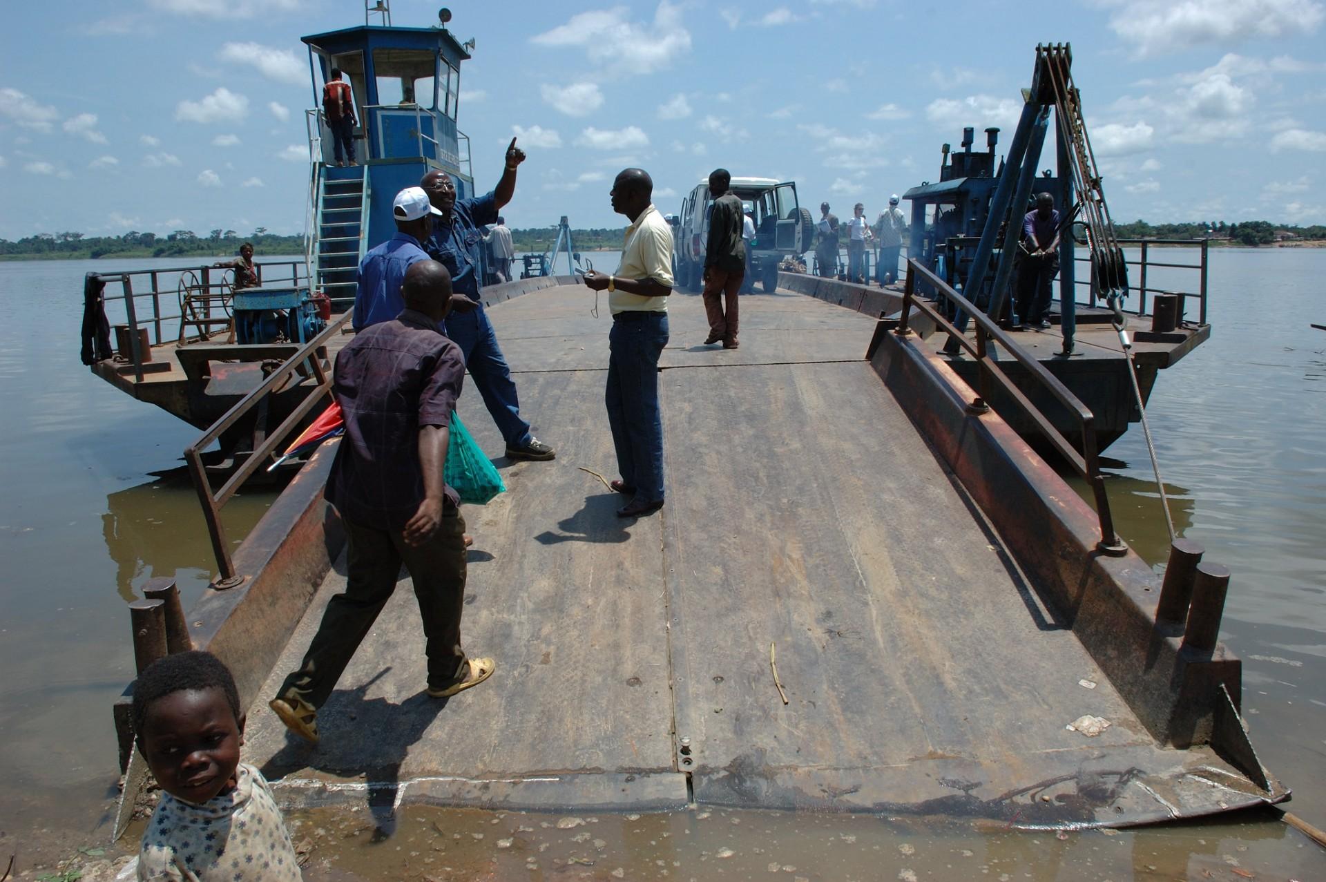 Crossing the Congo (c) Julien Harneis